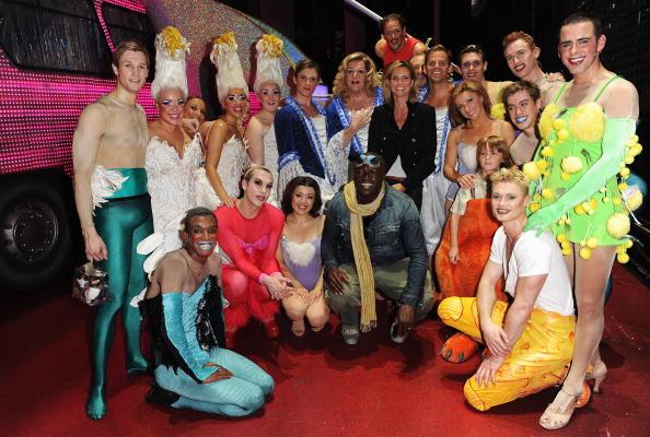 Ian Gavan「Seal And Heidi Klum Meet Cast Of Priscilla Backstage At Palace Theatre」:写真・画像(4)[壁紙.com]