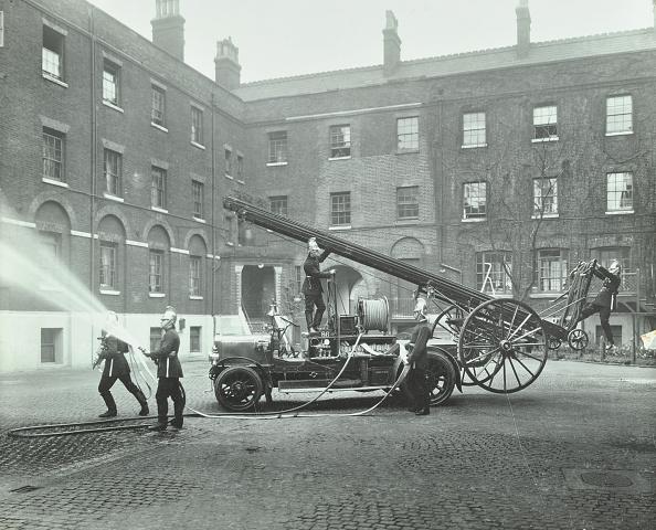 Hose「Fireman Using A Hose, London Fire Brigade Headquarters, London, 1910」:写真・画像(9)[壁紙.com]