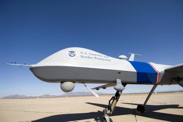 Drone Pilot「Customs And Border Protection Unveil Predator Surveillance Aircraft」:写真・画像(5)[壁紙.com]