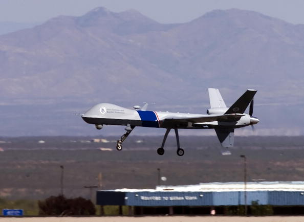 Drone Pilot「Customs And Border Protection Unveil Predator Surveillance Aircraft」:写真・画像(3)[壁紙.com]