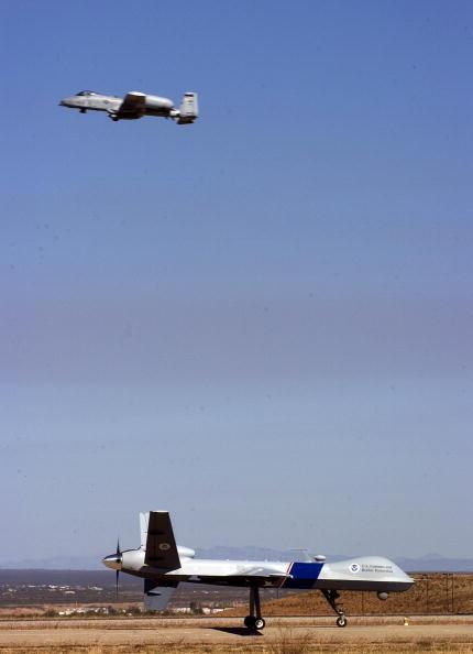 Drone Pilot「Customs And Border Protection Unveil Predator Surveillance Aircraft」:写真・画像(2)[壁紙.com]