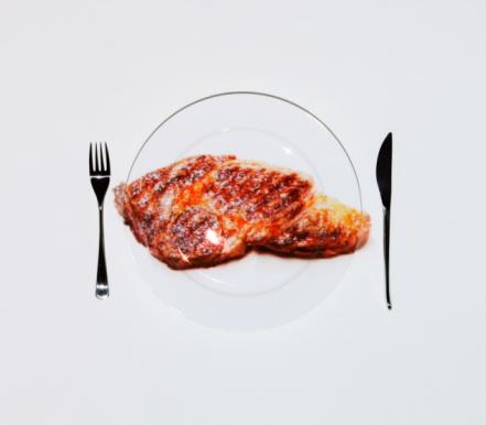Steak「Beefsteak on plate of table」:スマホ壁紙(3)