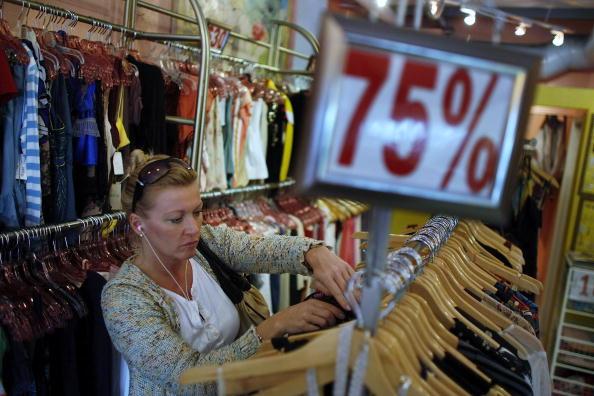 Small「Weak Retail Sales In Dec Fuels Speculation On Downward Economic Trends」:写真・画像(9)[壁紙.com]