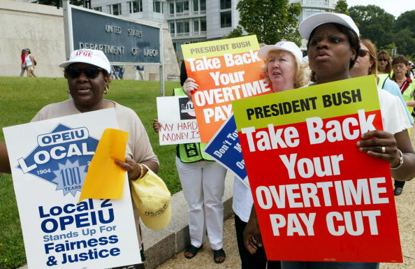 Paying「Union Officials And Democrats Protest New Overtime Rules」:写真・画像(10)[壁紙.com]