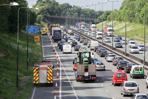 Roadblock「Fire engine using hard shoulder on M1 J25 to J28 widening project, England, UK」:写真・画像(17)[壁紙.com]
