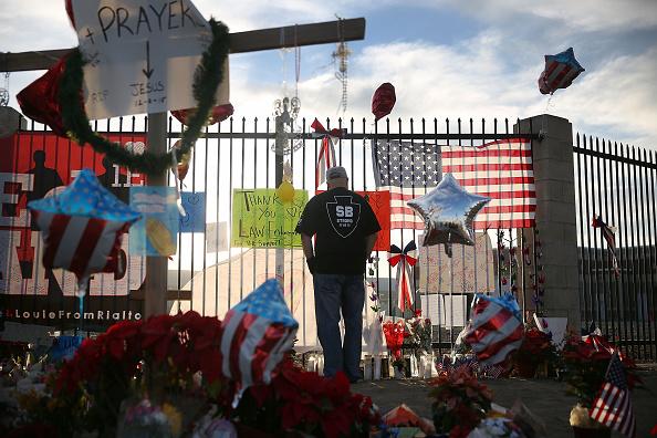 Social Issues「Community Mourns As Investigation Continues Into San Bernardino Mass Shooting」:写真・画像(1)[壁紙.com]