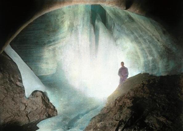 Dachstein Mountains「The giant ice caves of the Dachstein. Salzkammergut. Hand-colored lantern slide. Around 1910.」:写真・画像(3)[壁紙.com]