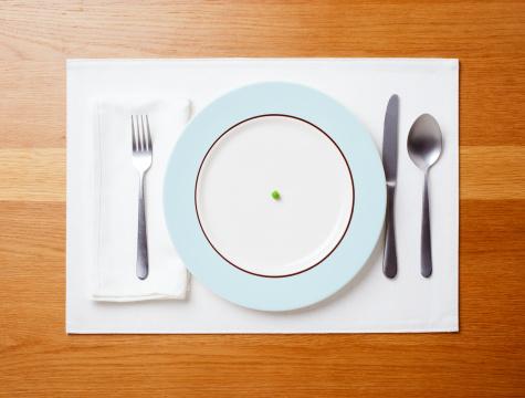 Plate「Single pea on a plate」:スマホ壁紙(1)