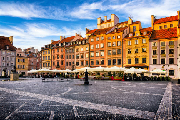 Old Town Market Place square in the morning, Warsaw, Poland:スマホ壁紙(壁紙.com)