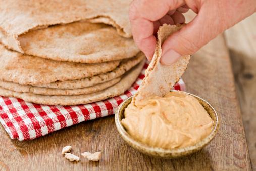 Eating「Dipping Hummus」:スマホ壁紙(12)
