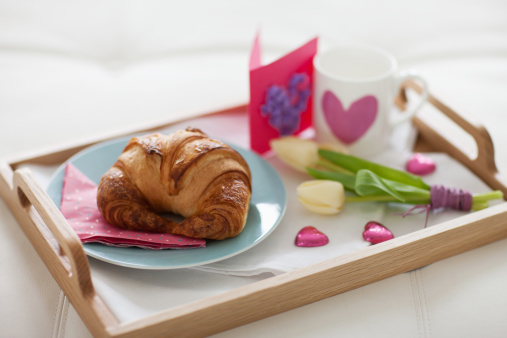 バレンタイン「バレンタインの日の朝食のトレイ」:スマホ壁紙(0)