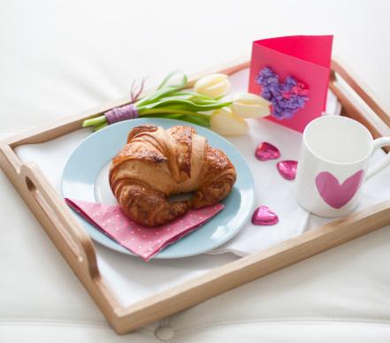 バレンタイン「バレンタインの日の朝食のトレイ」:スマホ壁紙(12)