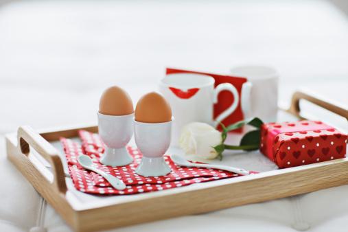 バレンタイン「バレンタインの日の朝食のトレイ」:スマホ壁紙(18)