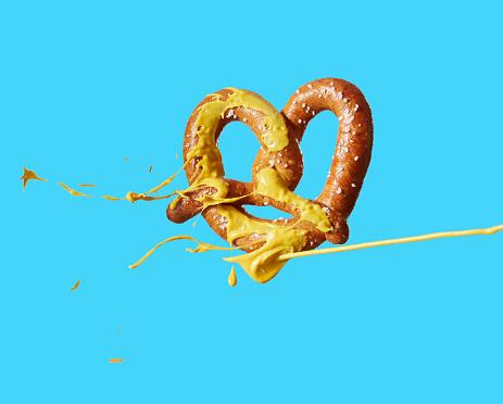 Spraying「Mustard squirting on pretzel」:スマホ壁紙(14)