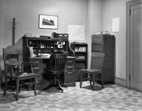 Rack「Roll-top desk in office.」:スマホ壁紙(8)