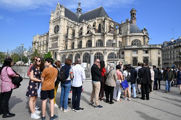 Religious Mass「Notre Dame Easter Mass Is Held At St Eustache」:写真・画像(19)[壁紙.com]