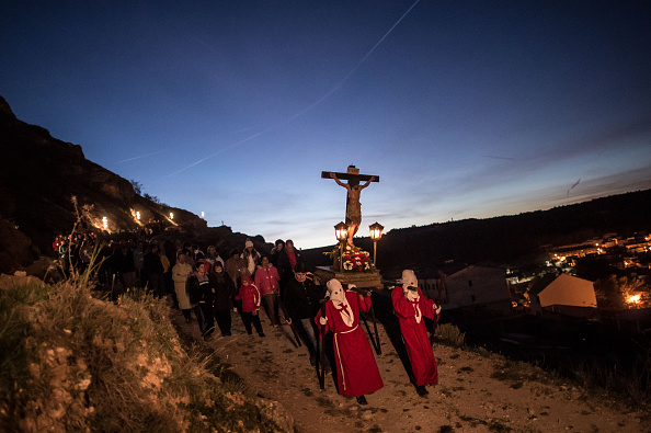 Worshipper「Villages Far From Spain's Main Cities Celebrate Holy Week」:写真・画像(9)[壁紙.com]