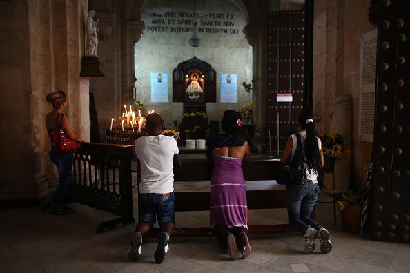 Worshipper「Cuba Prepares For Visit Of Pope Francis」:写真・画像(1)[壁紙.com]