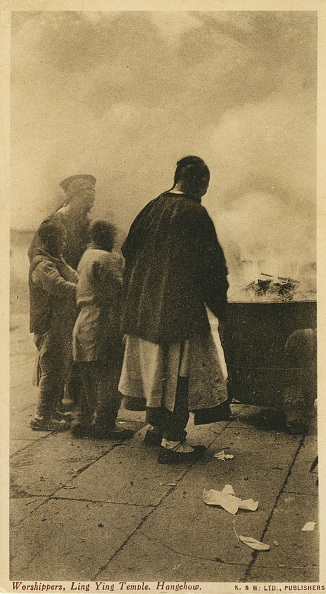 Buddhism「Worshippers at Ling Ying / Lingyin Temple」:写真・画像(11)[壁紙.com]
