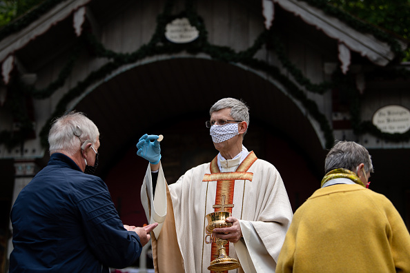 Religious Service「Birkenstein Ascension Service During The Coronavirus Crisis」:写真・画像(11)[壁紙.com]