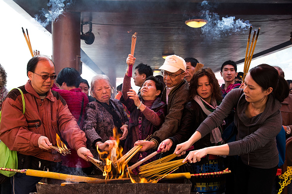 Lam Yik Fei「People Flock To Che Kung Temple In Search Of Good Fortune For The New Year」:写真・画像(2)[壁紙.com]