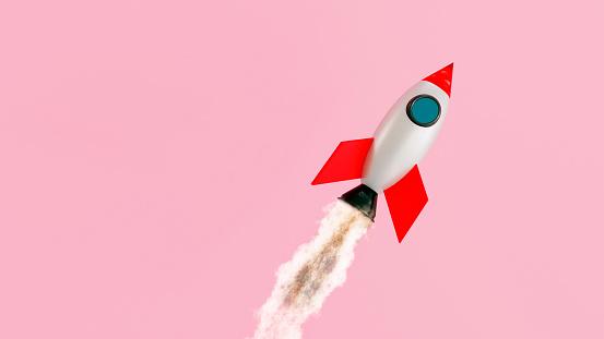 Denmark「Small space ship flys like a rocket through the air」:スマホ壁紙(16)