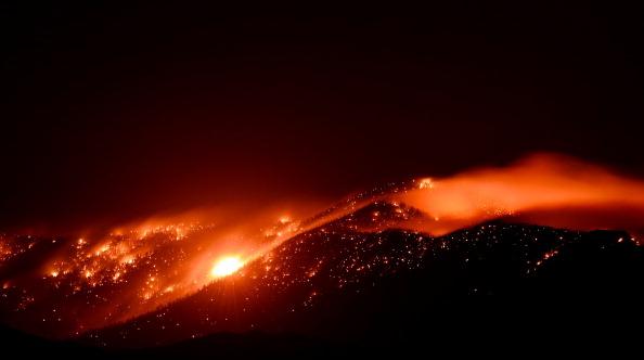 Carpentry「Hundreds Flee Growing Mount Charleston Fire」:写真・画像(19)[壁紙.com]