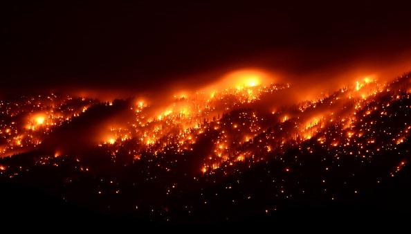 Carpentry「Hundreds Flee Growing Mount Charleston Fire」:写真・画像(12)[壁紙.com]