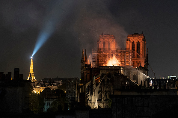 Flame「Fire Breaks Out At Iconic Notre-Dame Cathedral In Paris」:写真・画像(4)[壁紙.com]