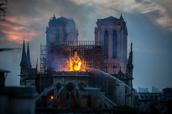 Cathedral「Fire Breaks Out At Iconic Notre-Dame Cathedral In Paris」:写真・画像(13)[壁紙.com]