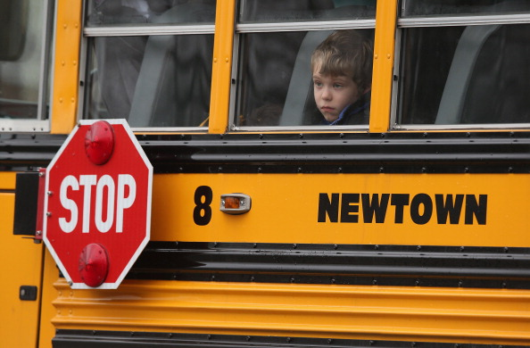 School Bus「Funerals Continue To Be Held For Victims Of CT Elementary School Massacre」:写真・画像(9)[壁紙.com]