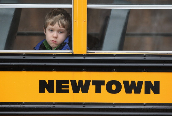 School Bus「Funerals Continue To Be Held For Victims Of CT Elementary School Massacre」:写真・画像(19)[壁紙.com]