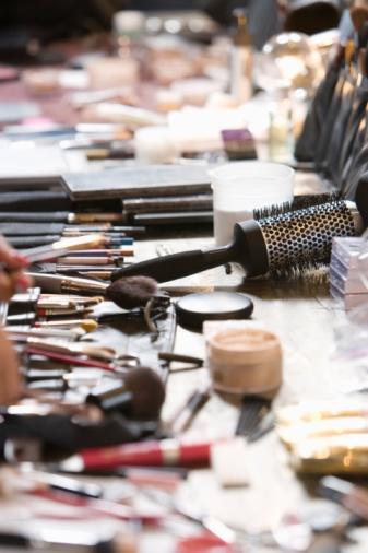 Gear「Cosmetics range on dressing table」:スマホ壁紙(6)