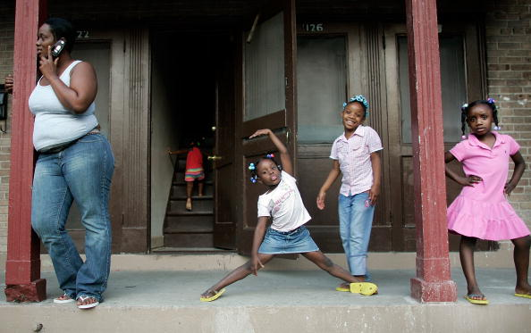 African Ethnicity「New Orleans Residents Return To Housing Projects」:写真・画像(6)[壁紙.com]