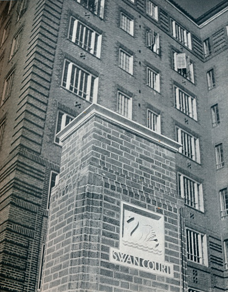 Full Frame「'Swan Court, Chelsea', 1932. Artist: Unknown.」:写真・画像(3)[壁紙.com]