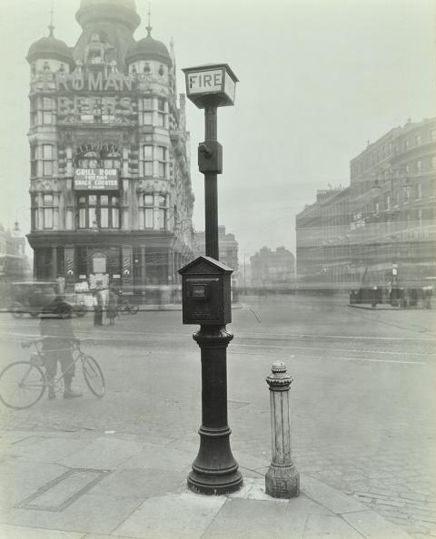 Bollard「Street Fire Alarm, Southwark, London, 1932」:写真・画像(17)[壁紙.com]