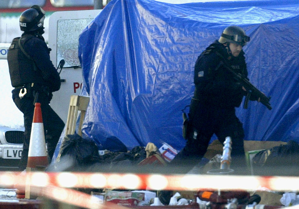 Wooden Post「Gunman Continues 14-Day Siege In London」:写真・画像(18)[壁紙.com]