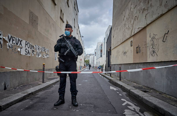 Paris On Standby After Stabbing At Former Charlie Hebdo Offices:ニュース(壁紙.com)