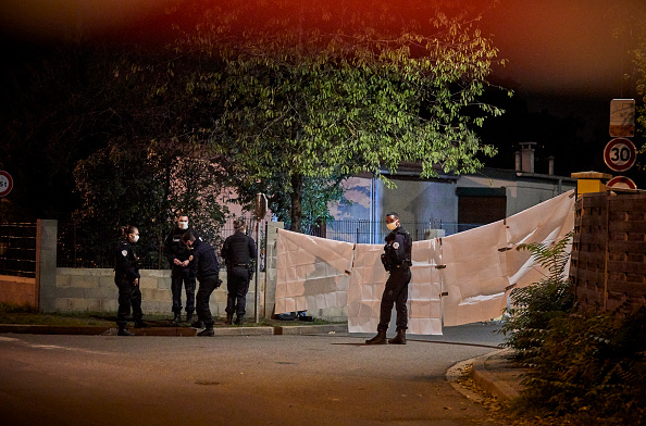 France「Terror Alert As Teacher Beheaded In Paris Suburb」:写真・画像(8)[壁紙.com]