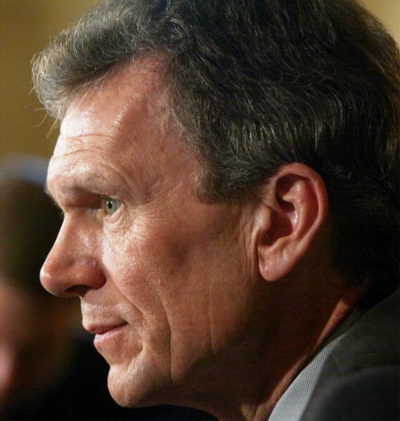 Profile View「U.S. Senate Minority Leader Tom Daschle Listens To Questions On Capitol Hill」:写真・画像(7)[壁紙.com]