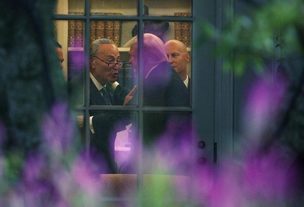 US President「President Trump Departs White House En Route To North Dakota For Tax Reform Speech」:写真・画像(13)[壁紙.com]