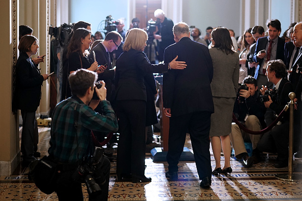 Chip Somodevilla「Senate Lawmakers Address The Media After Their Weekly Policy Luncheons」:写真・画像(18)[壁紙.com]