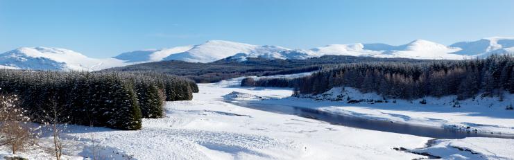 雪山「川 Spey と Cairngorms 冬、スコットランド高地」:スマホ壁紙(11)