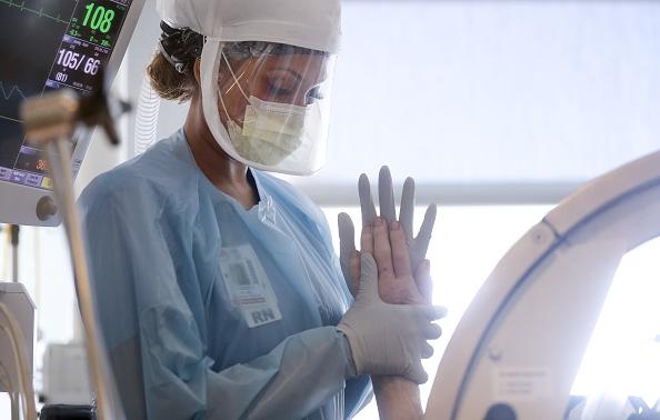 Nurse「San Diego-Area Hospitals Treat Coronavirus Patients During COVID-19 Pandemic」:写真・画像(3)[壁紙.com]