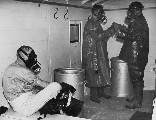 Fred Morley「Gas Warfare Precautions」:写真・画像(6)[壁紙.com]