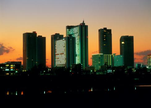 Back Lit「Evening Glow and Skyscraper at Kamimaruko, Kawasaki, Kanagawa, Japan」:スマホ壁紙(14)
