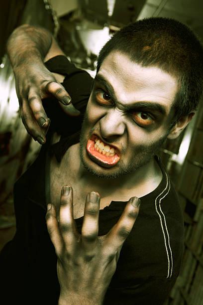 Zombie Living Dead Attack in Jail Cell Hallway:スマホ壁紙(壁紙.com)