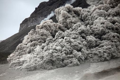 Volcanic Landscape「Pyroclastic flow descending the flank of Soufriere Hills volcano, Montserrat, Caribbean.」:スマホ壁紙(6)