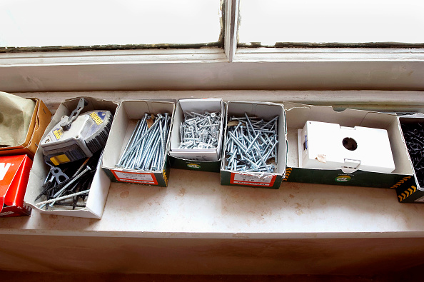 Window Sill「Builder's screws and nails lying on a window sill」:写真・画像(16)[壁紙.com]