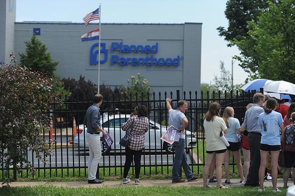 Missouri「Anti-Abortion Groups Rally Outside Last Planned Parenthood Clinic In Missouri」:写真・画像(13)[壁紙.com]